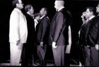 Michael Ende (Don Basilio), Hans Lydman (Graf), Carola Günther (Cherubin), Derrick Lawrence (Figaro), Opernchor © Frank Heller