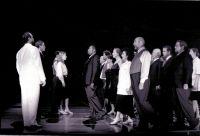Michael Ende (Don Basilio), Hans Lydman (Graf), Carola Günther (Figaro), Sabine Goetz (Susanna), Derrick Lawrence (Figaro), Opernchor © Frank Heller